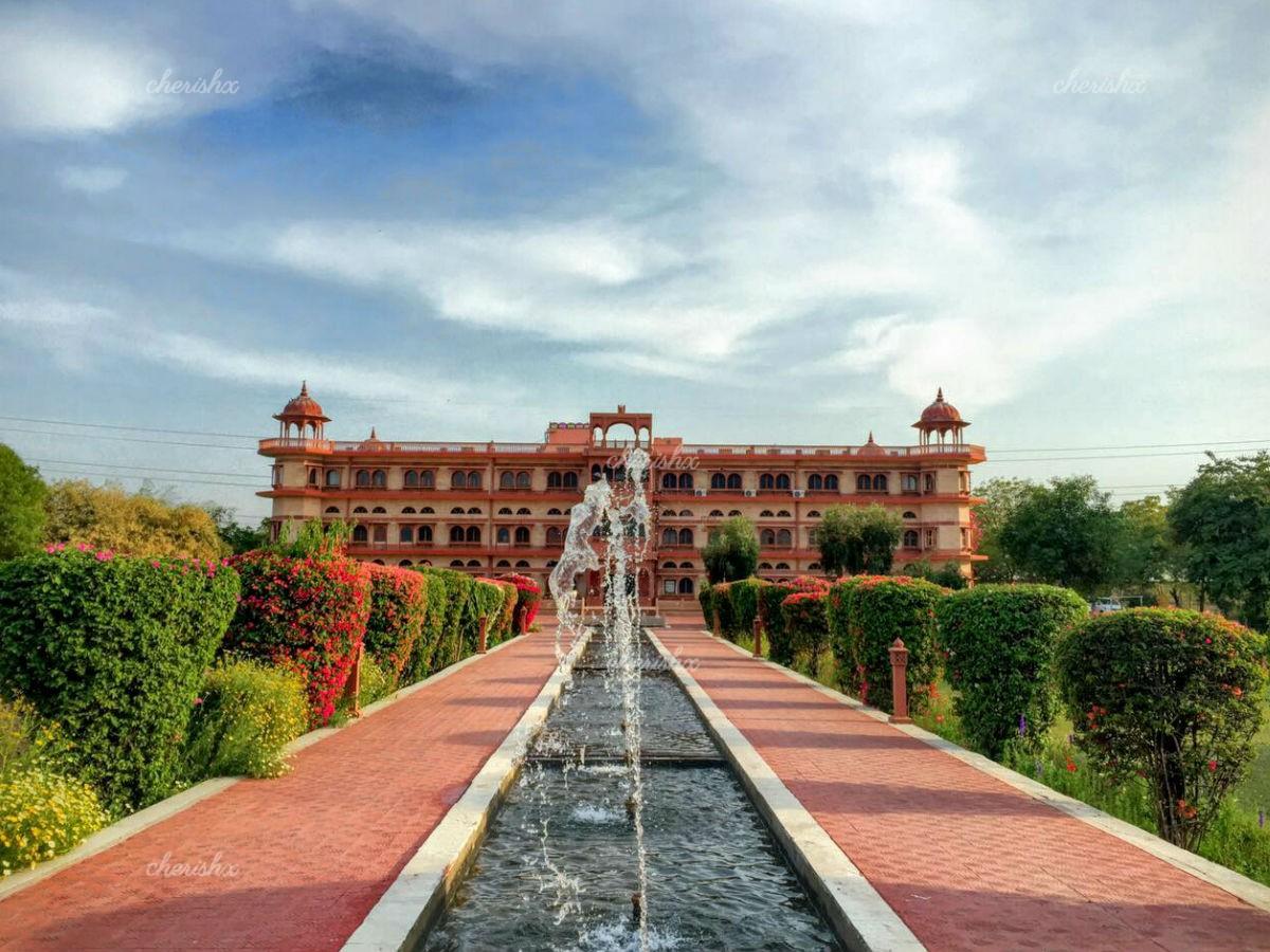 Umaid Lake Palace - A Getaway Resort
