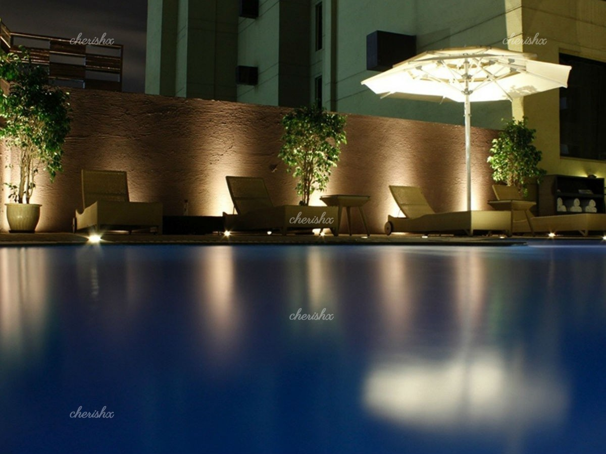 The surrounding around Sterling Poolside Dining adds to the Candle Light dinner.