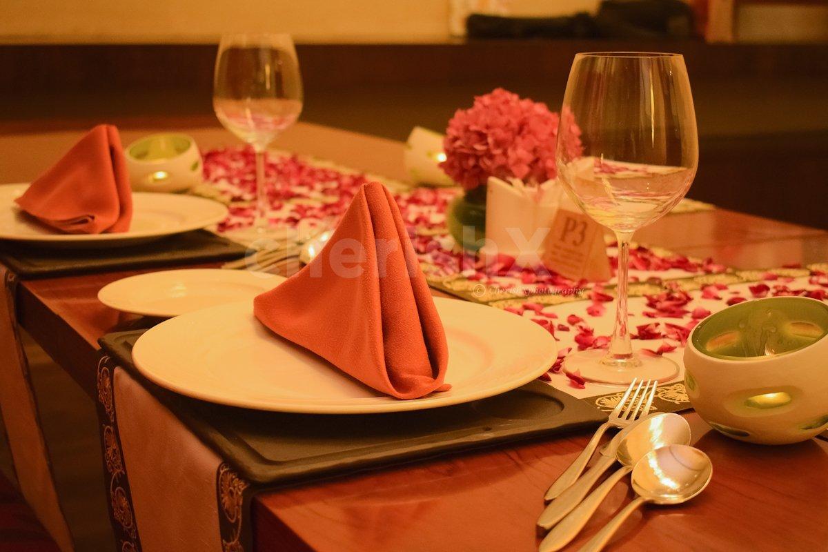 Book a Private Dinner for a couple at Taj Vivanta, Dwarka