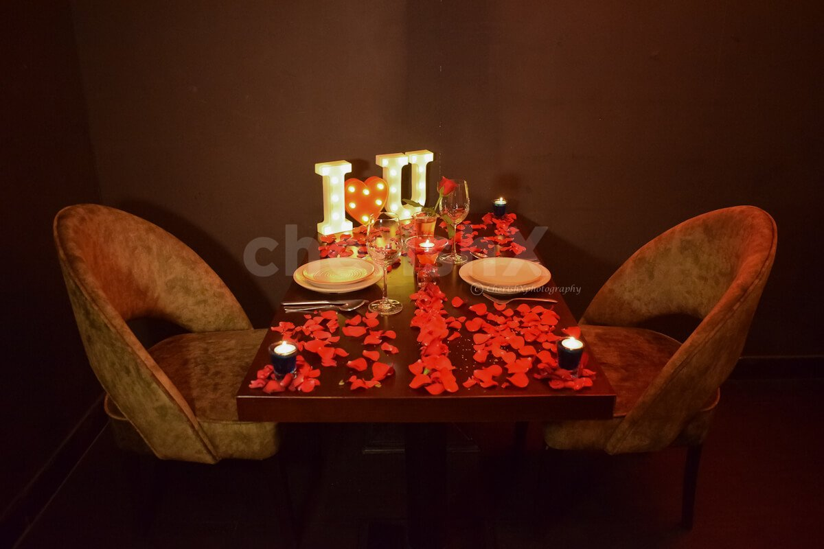 It's in the dim lighting with soft music that creates a great ambience for a romantic candlelight dinner in Delhi.