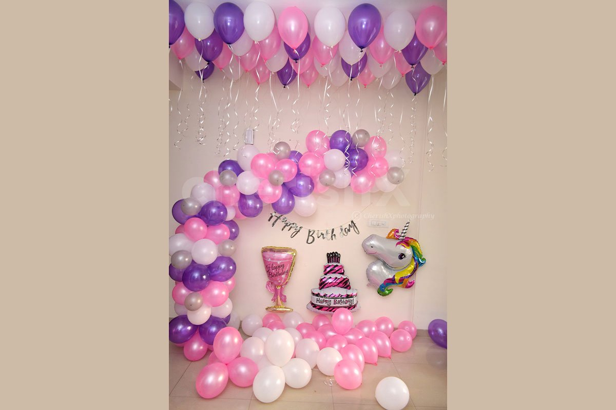 Surprise your baby girl or baby boy with this attractive unicorn birthday balloon decoration.