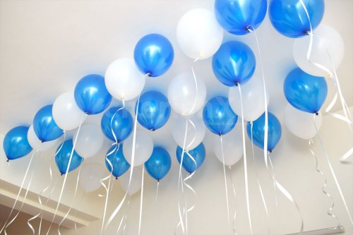 The ceiling is filled with blue and white balloons to give an appealing look to the whole room.