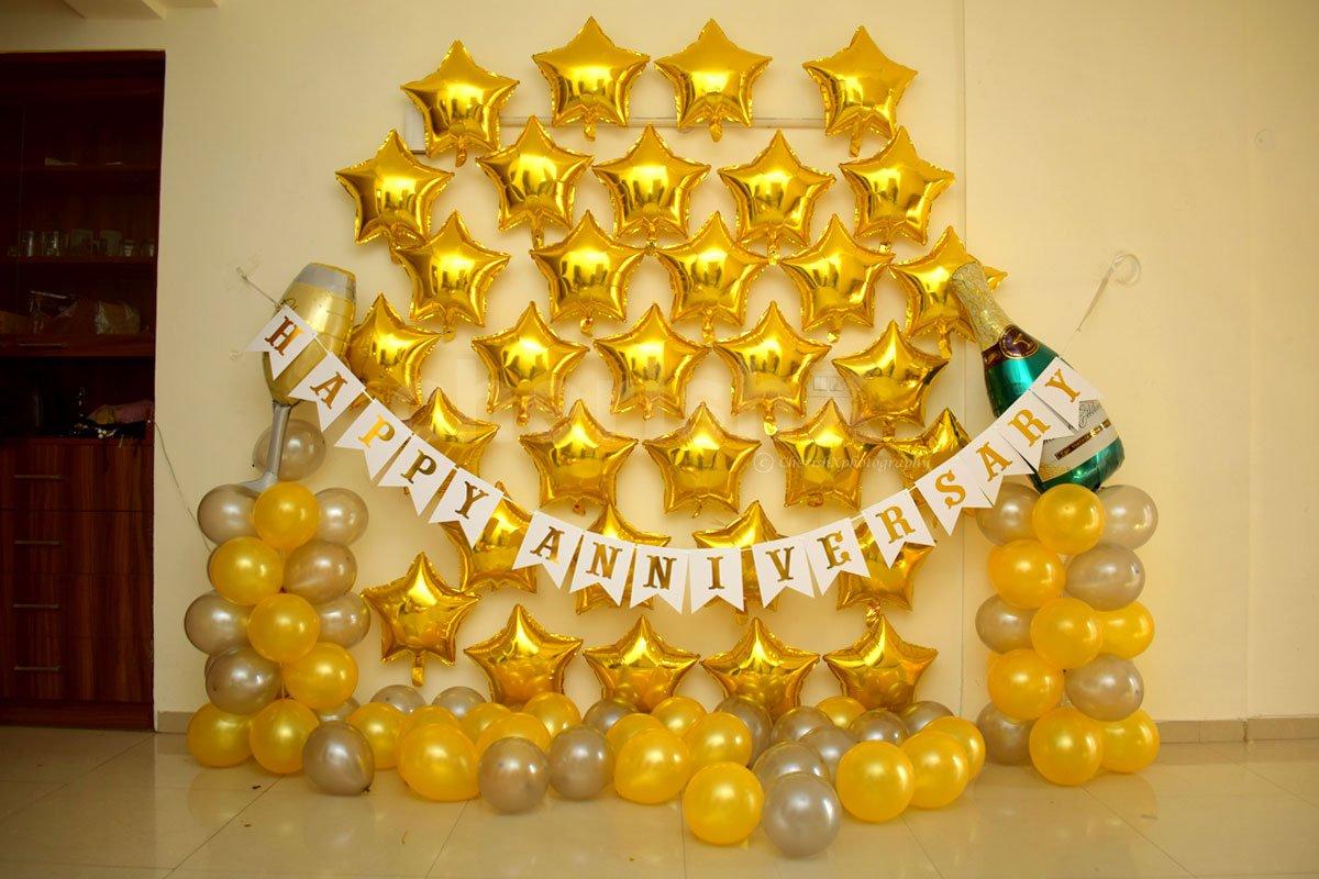 Gold Anniversary Decor