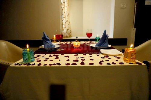 A Lavish 3 Course Meal Date!