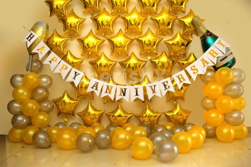 Gold Anniversary Decor