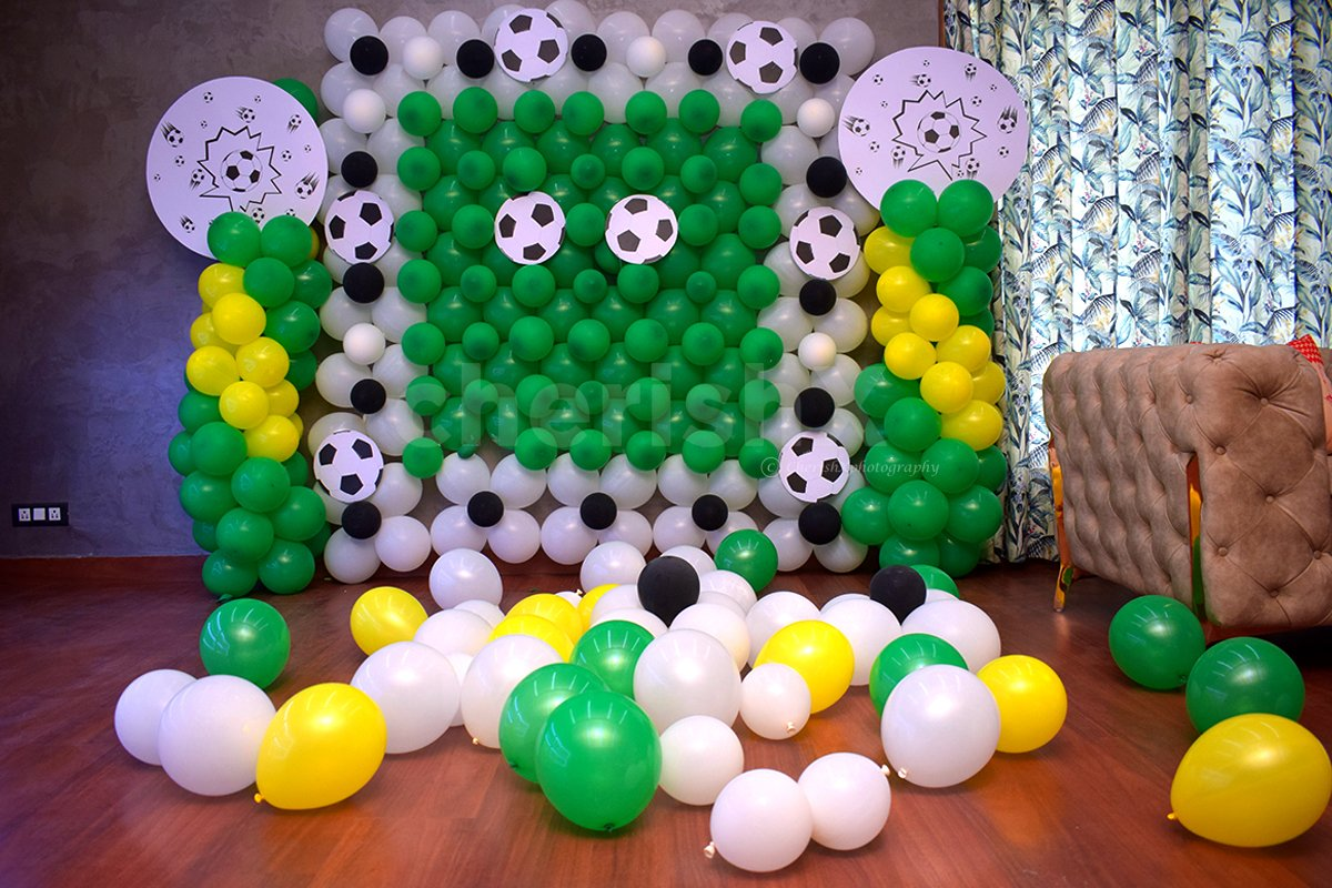 Surprise your cutie on his/her birthday with our exclusive football-themed balloon decor!