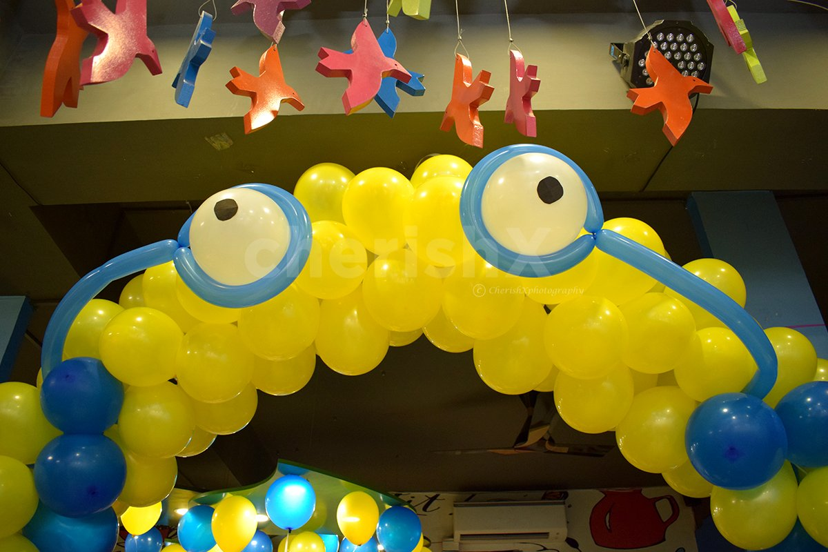 Blue and Yellow colors for Minion Theme Birthday Party