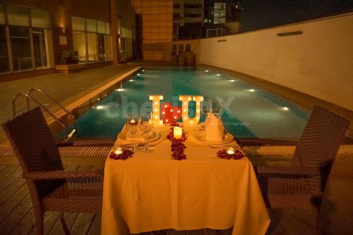 Candlelight By The Poolside