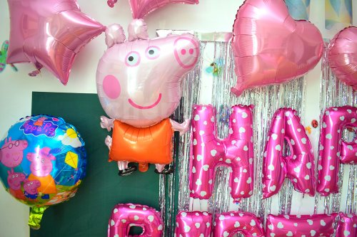 Foil Balloons of Peppa Pig to make the decor more realistic and lovely.