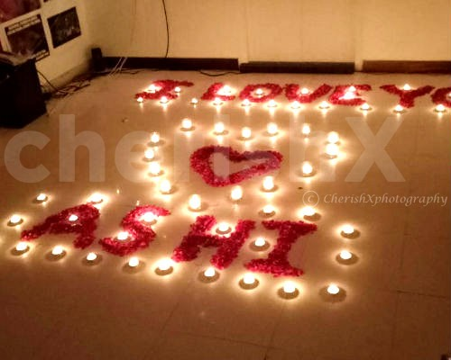 Message with candles and flowers