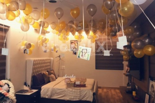 Surprise with hanging photos from the balloons
