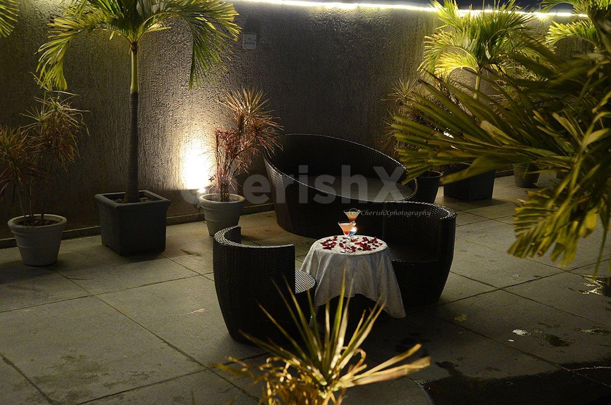 Elegant Rooftop Poolside Date