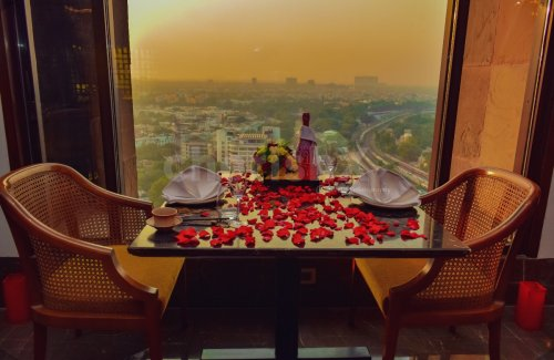 Dining at 28th floor by Lalit
