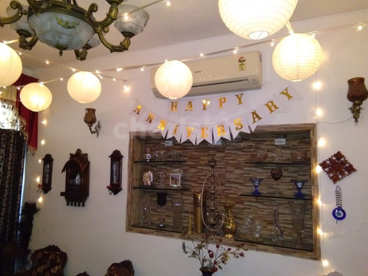 A beautifully decorated room with Lanterns for birthday or anniversary.