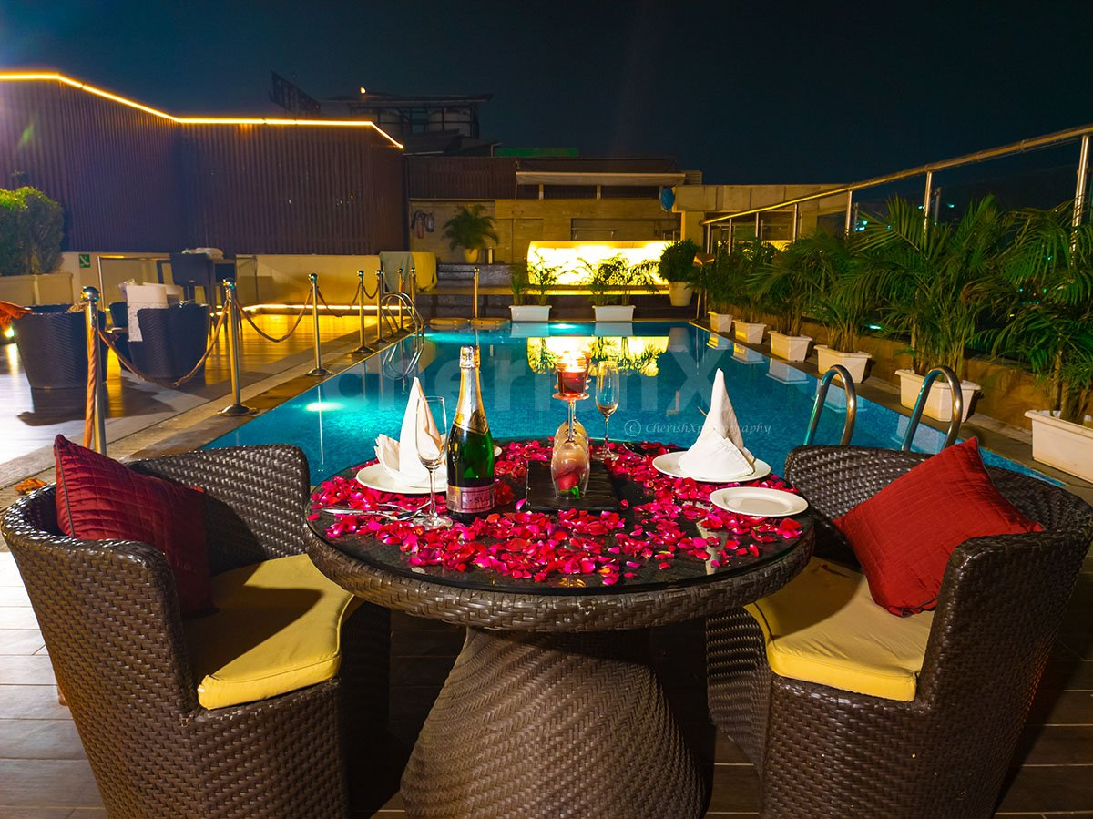 Dreamy Poolside Dinner at a Rooftop