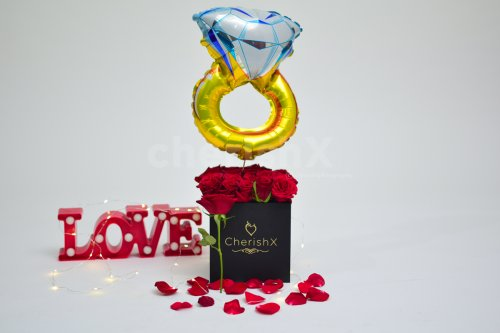Rose Bucket with Ring Balloon