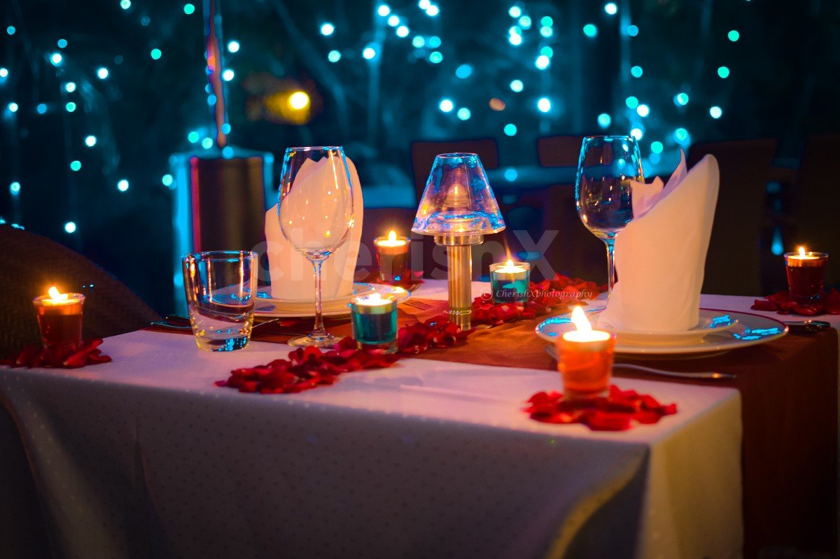 Candlelight Dinner Under the Stars