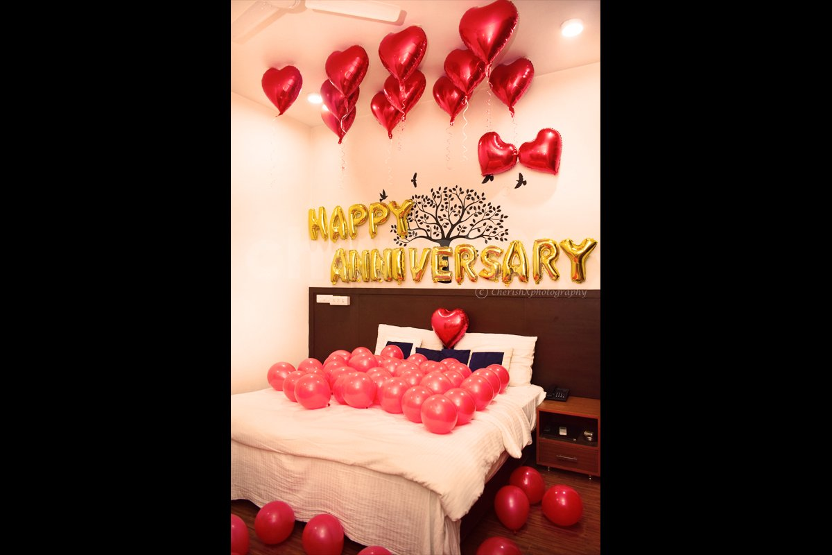 Anniversary Bedroom Decor for spending a romantic time.