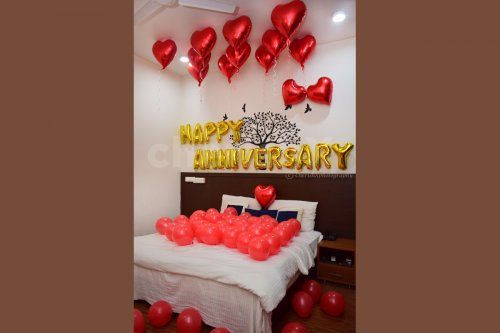 Surprise your loved one with this Anniversary Bedroom Balloon Decor.