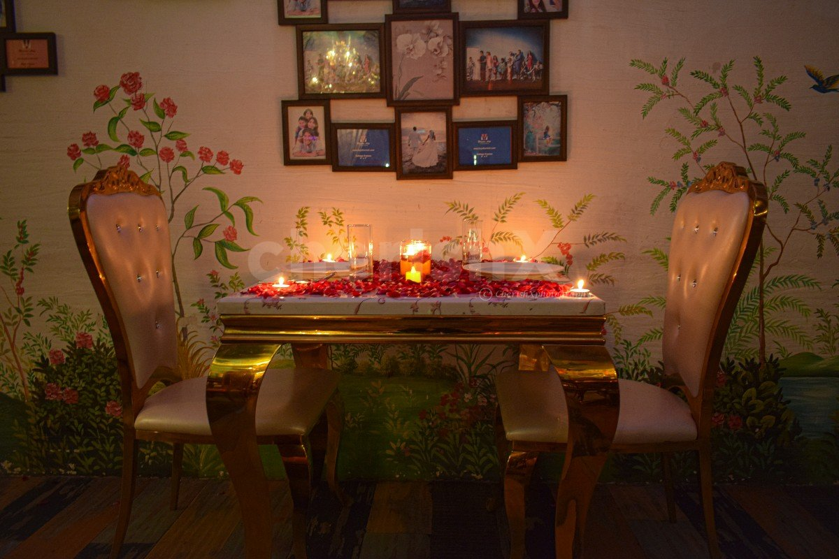 Fun And Romantic Indoor Dinner In Bohemian Ambiance In Noida