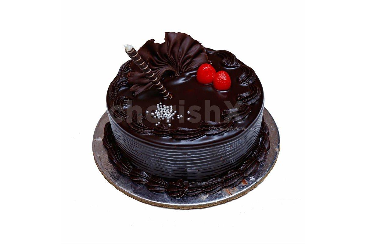 Fresh Chocolate  truffle cake by cherishx