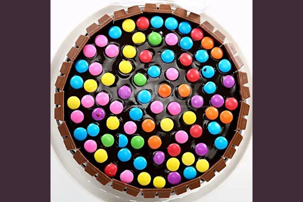 500 gms kitkat gems chocolate cake