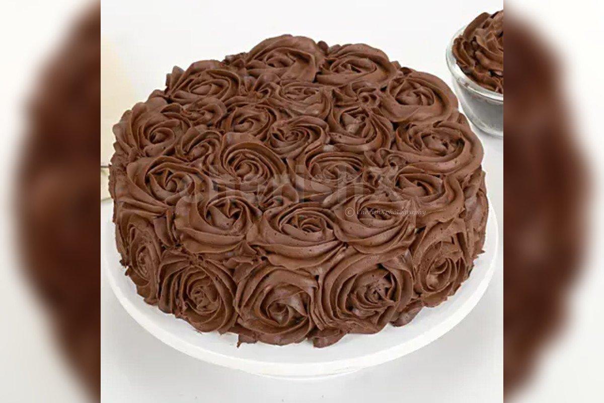 chocolate rose cake by cherishx