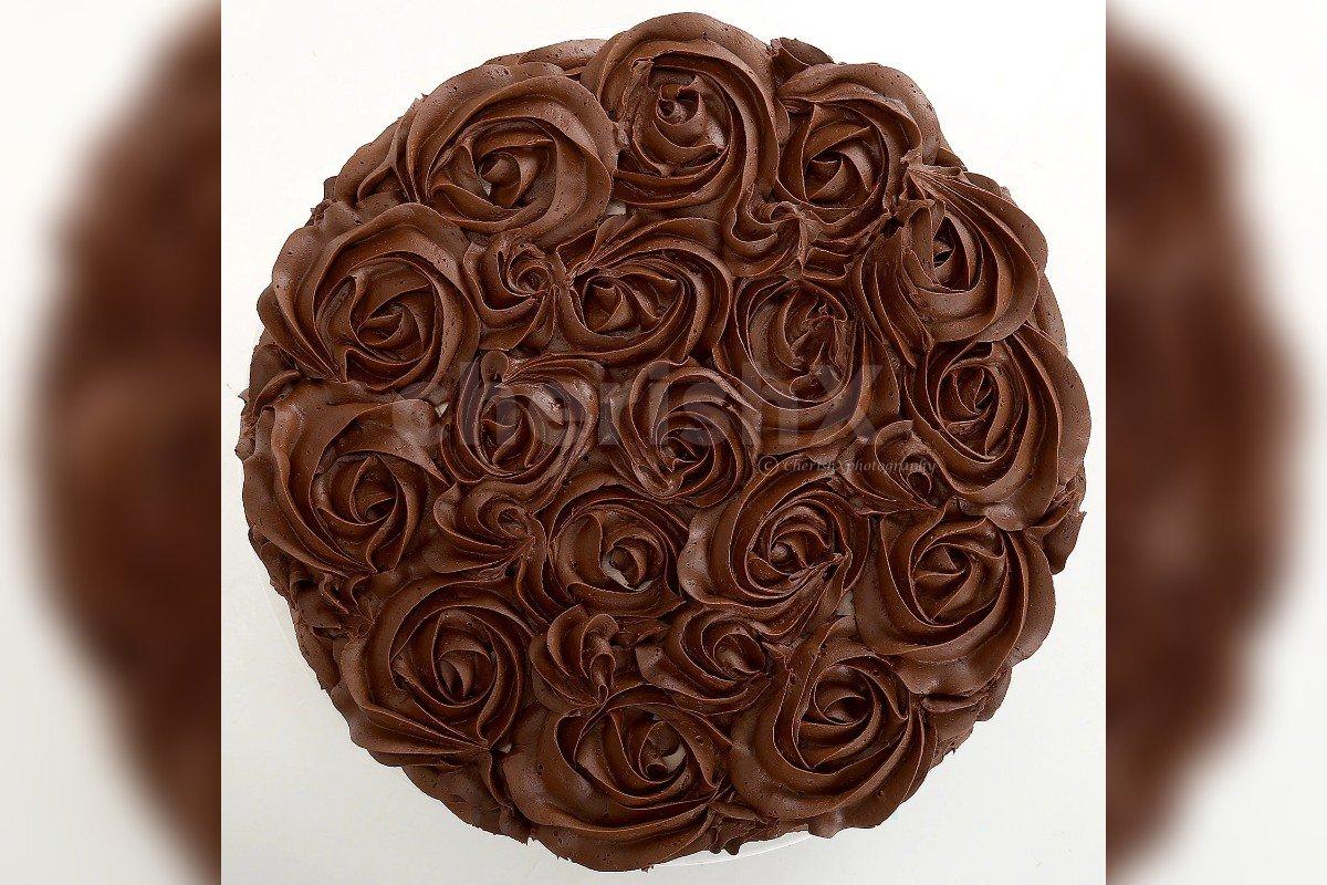 500 gm chocolate rose cake by cherishx