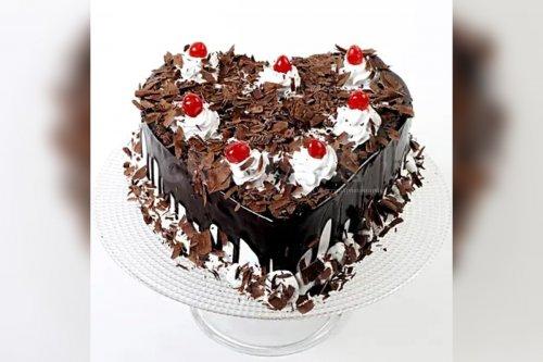 Heart Shape Black Forest Cake (Half Kg)