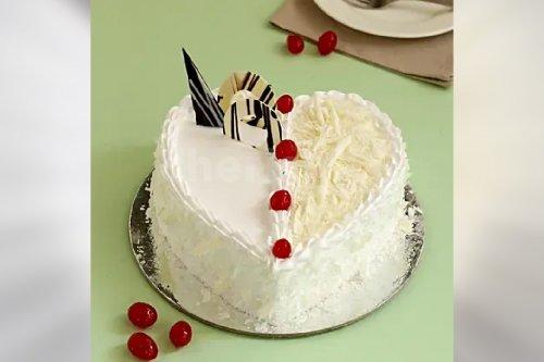 Heart Shape White Forest Cake (Half Kg)