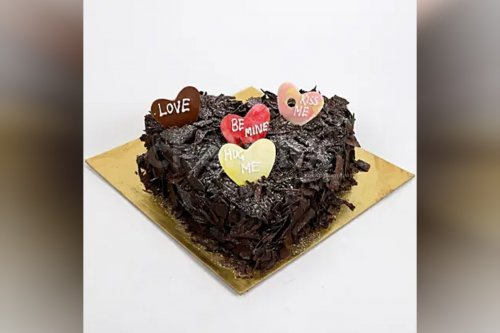Special Heart Chocolate Cake (Half Kg)