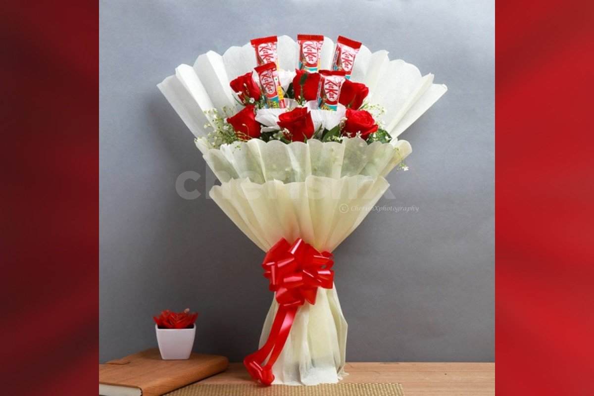 Roses and kitkat bouquet