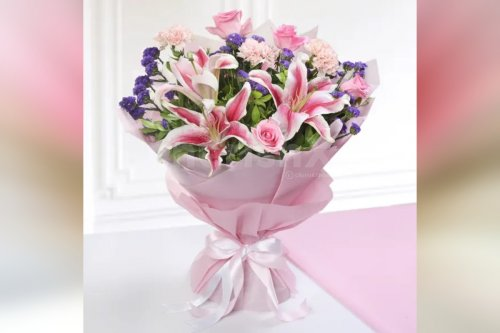 9 Mixed Pink Flowers Bouquet (Lilies, Roses, Carnations)