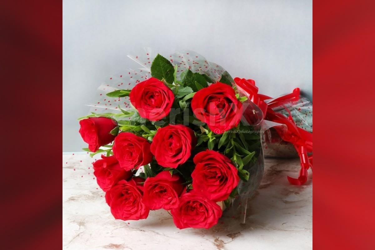 10 red rose bouquet and black forest cake (500 gms)