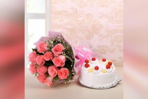 12 Pink Roses & Pineapple cake