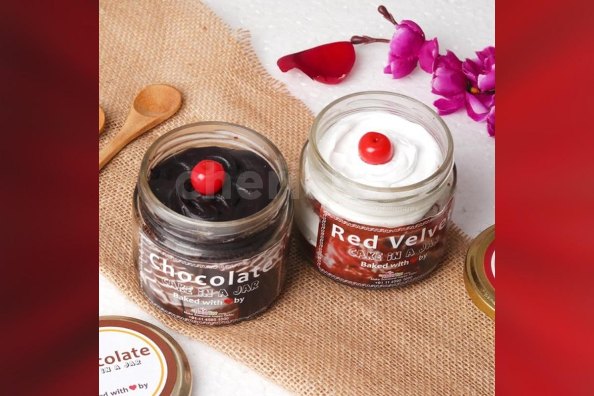 12 Red rose bouquet with 2 cake jars - red velvet and chocolate truffle flavors