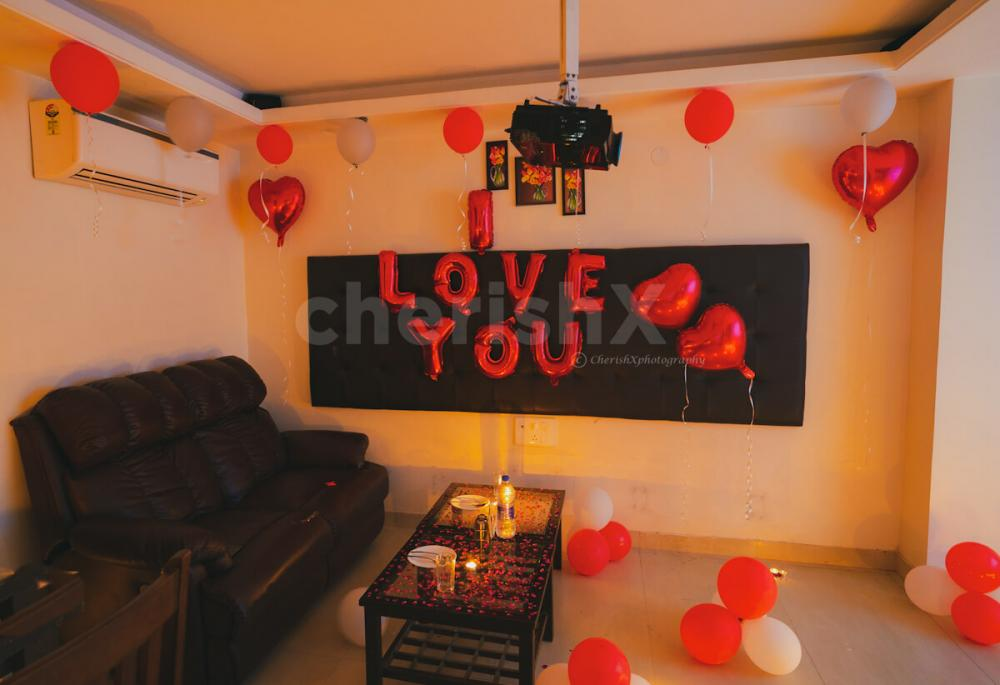 Message with Candles & Flower Petals Customisation in Private Dinner & Movie