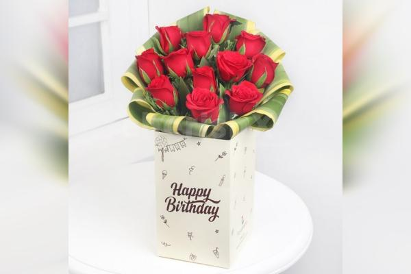 Bunch of Twelve Red Roses in a box