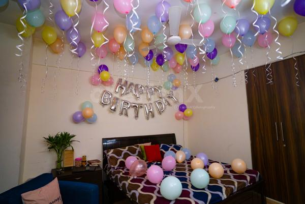 Room decoration with pastel balloons for an amazing party.