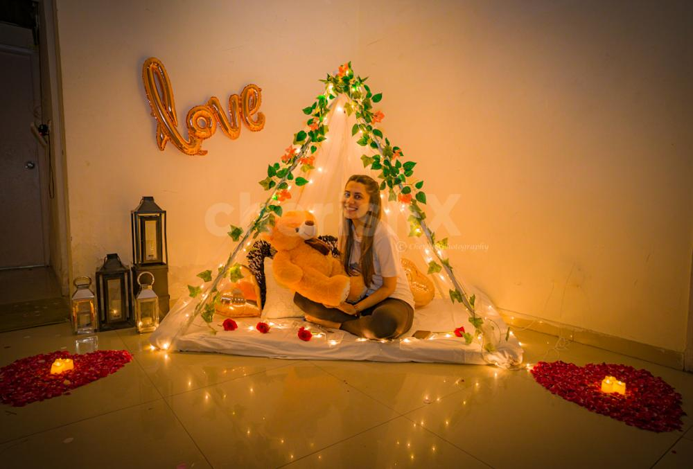 With a cute smile decked up with drapes in pastel hues of green, book this super cute canopy décor only on CherishX!