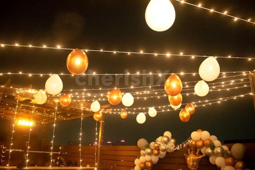 This Amazing Decor Includes Balloons, Lanterns & Fairy Lights Decorations