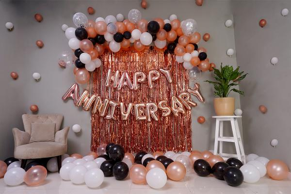 Surprise Your Loved One With This Gorgeous Rosegold Anniversary Decor