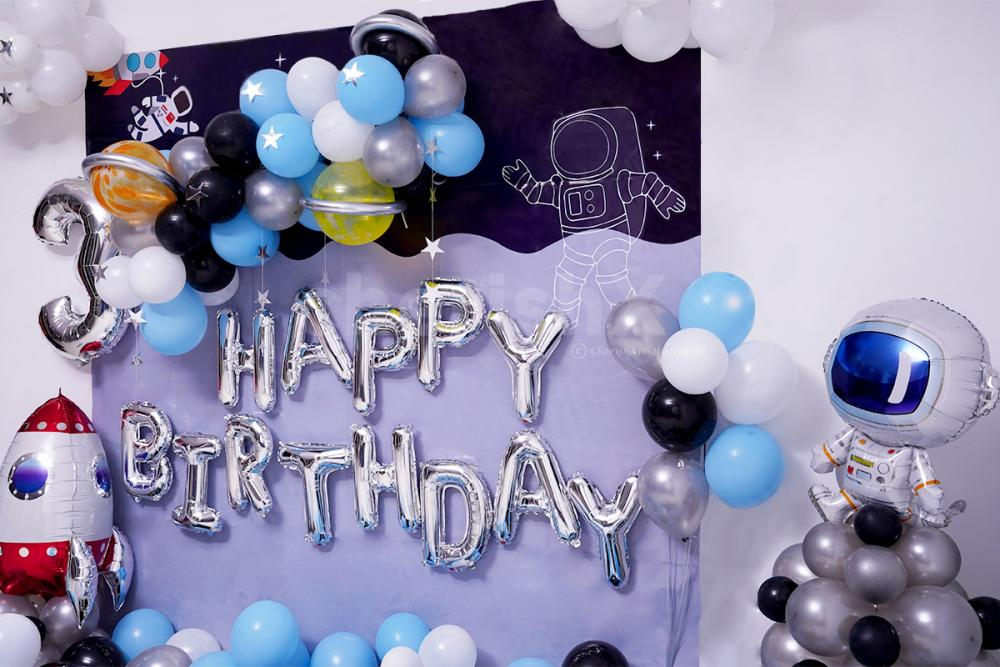 Surprise your kid  with this Dreamy Space Themed Kids Birthday Decor