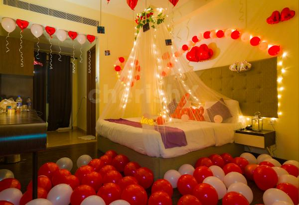 Romantic Room Canopy And Balloon Decoration