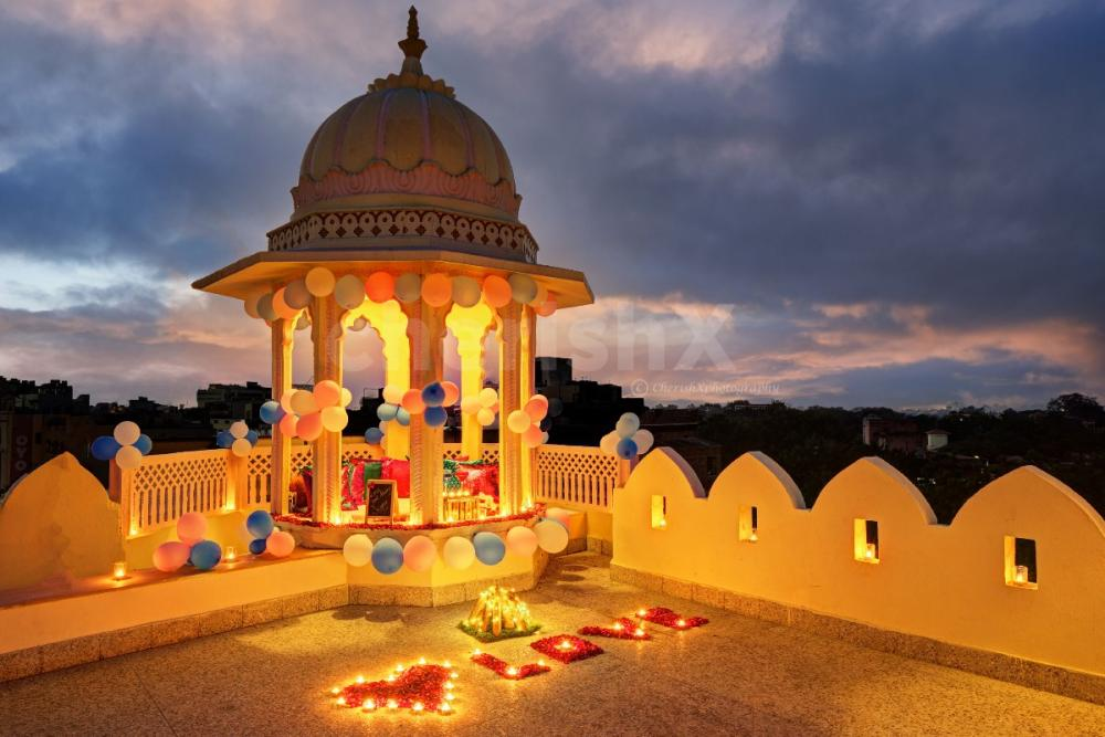 Romantic rooftop candlelight dining in Jaipur