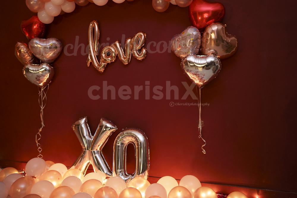 Big XO balloons in silver color