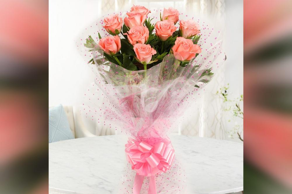 10 Pink Roses in cellophane Bouquet