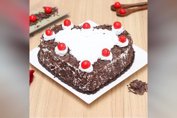 Heart-Shape Black Forest Cake (Half Kg)