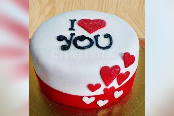 Love Fondant Cake (Half Kg)