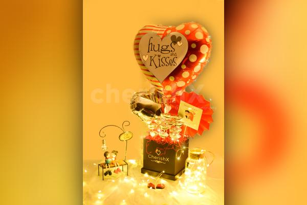 Share love with your partner by gifting him/her this beautiful Kiss Day (Hugs & Kisses) Bucket!